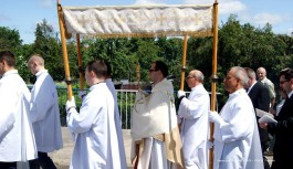 OBCHODY ŚWIĘTA BOŻEGO CIAŁA w Tucholi (relacja filmowa i galeria fotograficzna)