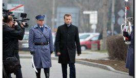 Minister Błaszczak listy pisze… do policjantów