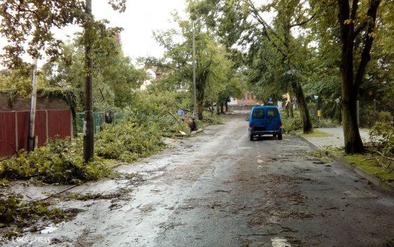 Uwaga! Tropikalna burza Ophelia zbliża się do Europy, znowu powieje!