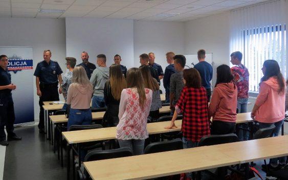 Przywitanie klasy policyjno-pożarniczej tucholskiego liceum