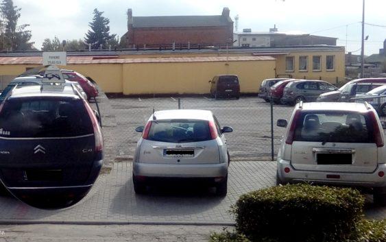 """Wirtuozi parkowania: """"Człowieki"""" parkują w PK"""