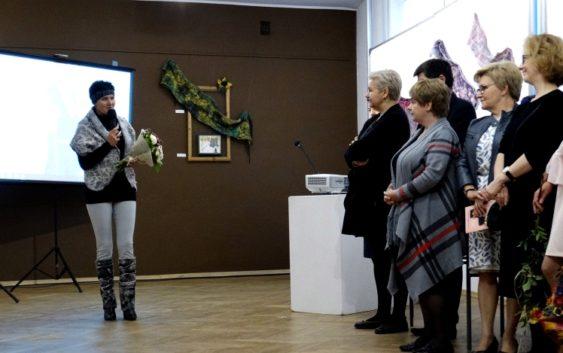 """Wernisaż wystawy prac Brygidy Wolańskiej pt. """"Opowieści z wełny i jedwabiu"""""""