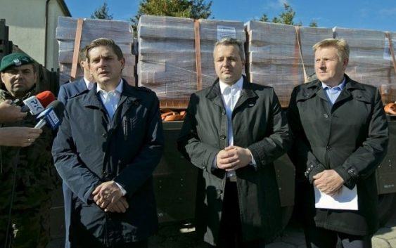Wojsko przywiozło materiały budowlane dla poszkodowanych w nawałnicy