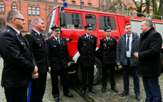 Strażacy z Pruszcza mają nowy wóz