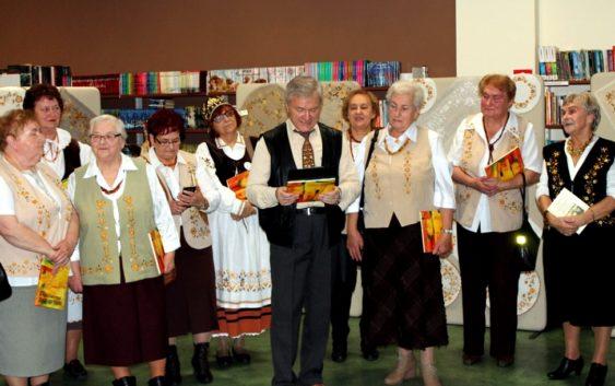 """Wystawa twórczości Zespołu Haftu Kaszubskiego """"Złotnica"""""""