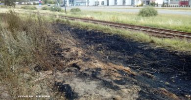 Tuchola. Spłonął fragment nasypu przy Słonecznej w Tucholi (aktualizacja)