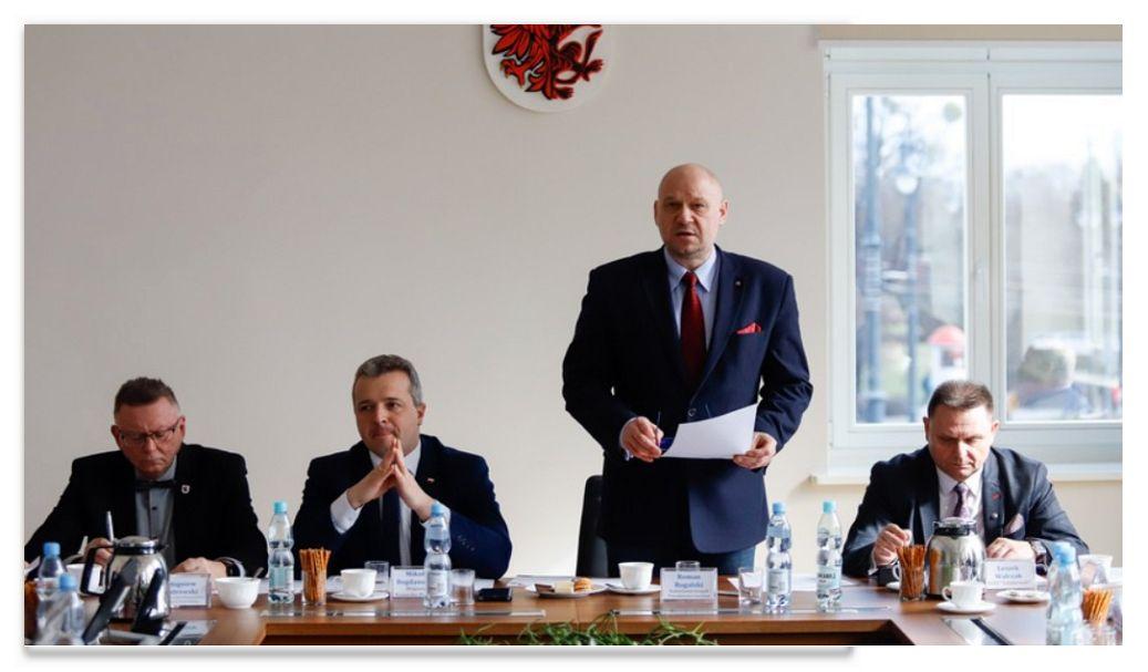 Toruń.  Posiedzenie Rady Dialogu